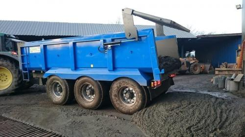 MP22 - Tri-Axle Dumper - Tipping Cement